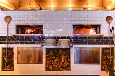 Commercial wood fired pizza ovens and gas pizza ovens – Wood Stone manufactures restaurant quality commercial pizza oven equipment from wood burning pizza ovens and gas fired pizza ovens to planch gas grills and wood burning rotisserie ovens. Stone Pizza Oven, Gas Pizza Oven, Bread Oven, Pizza Ovens, Pizzeria Design, Restaurant Counter, Pizza Restaurant, Restaurant Ideas, Forno Pizza Gas