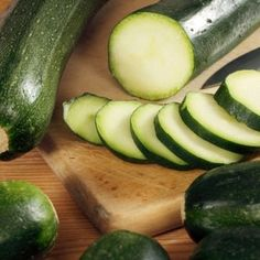 10 Healthy Ways to Cook Zucchini. I eat A lot of zucchini Veggie Dishes, Vegetable Recipes, Vegetarian Recipes, Healthy Recipes, Side Dishes, Alkaline Recipes, Alkaline Diet, Healthy Cooking, Healthy Snacks