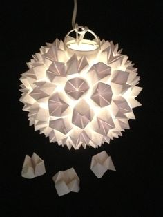 Puedes hacer esta hermosa lámpara para tu casa!