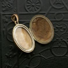 victorian mourning locket with hair
