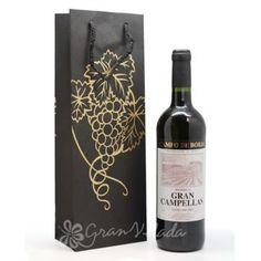 Bolsa 3/8 para botella de Vino Negra con Uvas Doradas.  Bolsa decorada que sin duda dará importancia al regalar una botella de vino. Disponible en Gran Velada. #diy