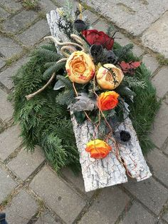 kiste slaapkamer Basket and Cratebasketcrate Prach - korbkiste Modern Floral Arrangements, Funeral Flower Arrangements, Grave Flowers, Funeral Flowers, Christmas Centerpieces, Christmas Decorations, Cemetery Decorations, Garden Workshops, Memorial Flowers