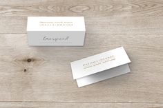 marque-place mariage la vie est belle ! by Marianne Fournigault pour www.rosemood.fr #wedding #placecard #weddingtable