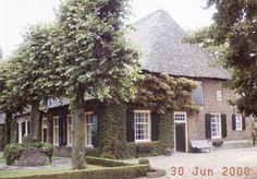 Lierop, Buurtschap Boomen, ten oosten van Lierop, bezit een aantal fraaie langgevelboerderijen. Ook vindt men daar, op Boomen 14, de Marialinde uit 1640. 2000