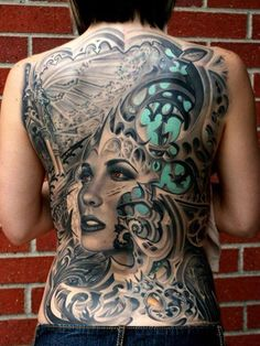 photo-full-back-tattoo-female-and-wore-different-styles-of-woman