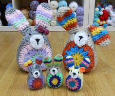 Adorable Easter Bunny family - all crocheted of course! Beautiful Crochet, Easter Bunny, Crochet Baby, Sheep, Crochet For Baby, Crochet Baby Dresses