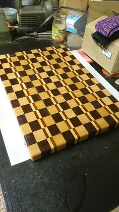 Tábua de madeira End Grain Cutting Board, Diy Cutting Board, Butcher Block Cutting Board, Wood Projects, Woodworking Projects, Wood Crafts, Diy And Crafts, Serving Board, Hot Pads