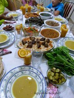 Ramadan In Ägypten: Ramadan-Frühstück für Gäste (Menüvorschlag 1) Wer fastenden Menschen Essen zum Fastenbrechen gibt, wird laut Koran später dafür belohnt. Deshalb, und weil der Fastenmonat Ramadan auch eine besondere Zeit ist, die man gerne mit Freunden und Familie verbringt, ist es in Ägypten Tradition sich gegenseitig im Ramadan zum Frühstück (Mahlzeit des Fastenbrechens bei Sonnenuntergang) einzuladen.