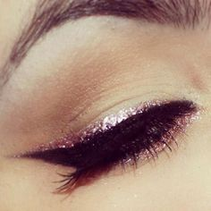 This simple glitter eyeliner can turn an everyday look to an evening look X