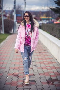 geaca roz, bluza cu trandafiri (6) Strawberry Milkshake, Bomber Jacket, Pink, Jackets, Style, Fashion, Down Jackets, Swag, Moda