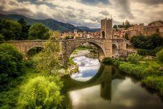 """""""Puente fortificado, Besalú #Gerona""""  #AndandoPorEspaña foto de Mariluz Rodriguez"""