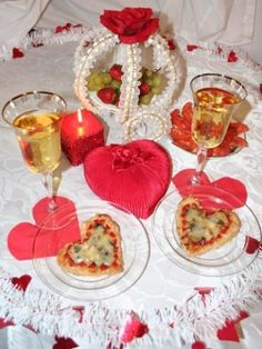 Cold hearts, garlic, mushrooms and cheese for Valentine's day Garlic Mushrooms, Stuffed Mushrooms, Valentines Food, Alcoholic Drinks, Hearts, Cold, Cheese, Table Decorations, Recipes