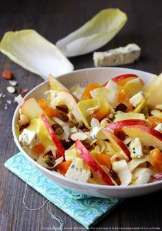 Snack Mix Recipes 92856 Winter salad hodgepodge: endive, Saint-Agur, apples, almonds and company Snack Mix Recipes, Easy Smoothie Recipes, Raw Food Recipes, Salad Recipes, Healthy Recipes, Vegetarian Recipes, Healthy Meal Prep, Healthy Foods To Eat, Healthy Snacks
