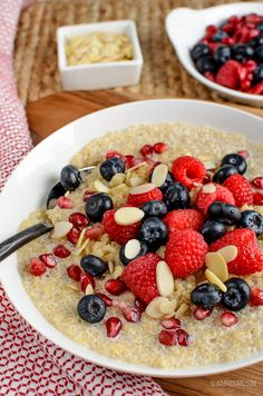 I love rice pudding and oatmeal, and this delicious Coconut Quinoa Pudding Breakfast Bowl is a great alternative that doesn't use your healthy extra B allowance. Gluten free, dairy free, vegan, Slimming World and Weight Watchers friendly Slimming World Healthy Extras, Vegan Slimming World, Slimming World Breakfast, Slimming Eats, Healthy Meals For Two, Slimming World Recipes, Healthy Eating, Healthy Foods, Quinoa Breakfast Bowl
