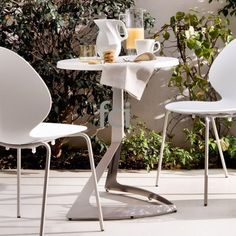 Evolve Design #BarTable by #Calligaris starting from £338. Showroom open 7 days a week. #extendingtables #moderndining  #modernfurniture #furniture_showroom_london #furniture_stores_london #fcilondon