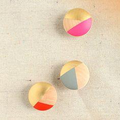 Des patères boutons / Buttons hooks