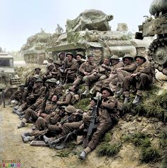 Men of the Lancashire Fusiliers, supported by Achilles tank destroyers, wait to go forward near Ferrara, 22 April 1945 British Soldier, British Army, British Tanks, Military Photos, Military History, Ww2 History, M10 Wolverine, M10 Tank Destroyer, Army Infantry