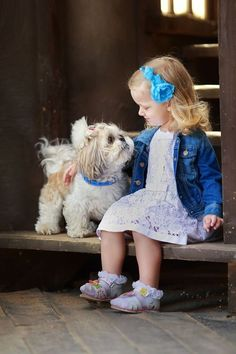 Puppy love ♥ Love that Shih Tzu! Dogs And Kids, Animals For Kids, I Love Dogs, Puppy Love, Cute Animals, Animals Dog, Precious Children, Beautiful Children, Cute Puppies