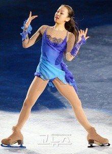 Figure Skating Costumes, Ice Skaters, Beautiful Figure, Figure Skating Dresses, Sports Figures, Roller Skating, Elegant, Cover Up, Female