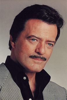 Robert Goulet, American entertainer (b. died of idiopathic pulmonary fibrosis on October 2007 Robert Gerard Goulet was an American singer and actor of French-Canadian ancestry. Born and raised in Massachusetts. Hollywood Actor, Hollywood Stars, Classic Hollywood, Old Hollywood, Famous Men, Famous Faces, Famous People, Robert Goulet, Thanks For The Memories
