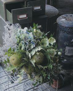 ウエディングブーケを神戸の会場にお届けしました  #神戸 #wedding #フラワーショップ #バンクシア #クリスマスローズ #アジサイ #ワイルドブーケ #雑貨 #ストーブ #インテリア #シャビー