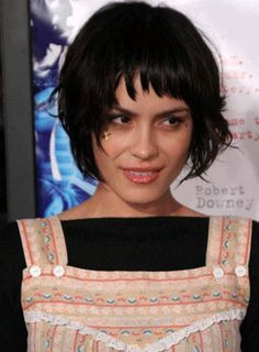 Google Image Result for http://www.hairstylesin.com/images/Bob_Haircut_with_Bangs_2.gif