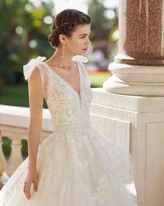 W Dresses, High Fashion Dresses, Skirt Fashion, Evening Dresses, Princess Style Wedding Dresses, Princess Wedding, Bridal Gowns, Wedding Gowns, Lace Bodice