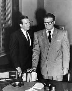 George Reeves as Superman's alter ego Clark Kent in The Adventures of Superman: Season Two The Face and the Voice First Superman, Batman And Superman, Superman Stuff, Hollywood Star, Classic Hollywood, Tv Actors, Actors & Actresses, Movies