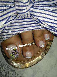 FLOR CASUAL❤💅🏼❤ Toe Nail Art, Toe Nails, Nail Art Designs, Ale, Diana, Tattoos, Polish Nails, Short Nails Art, Yellow Nails