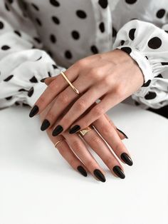 34 Trendiest and Newest Almond Nail Design You Must Have. Almond Nails Designs are a favorite style in the realm of manicure. Black Almond Nails, Short Almond Nails, Almond Acrylic Nails, Black Nails Short, Black Acrylic Nails, Fall Almond Nails, Natural Almond Nails, Dark Gel Nails, Black Manicure