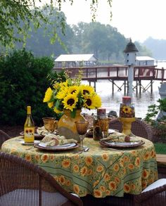 Lakeside table with sunflowers   © homeiswheretheboatis.net