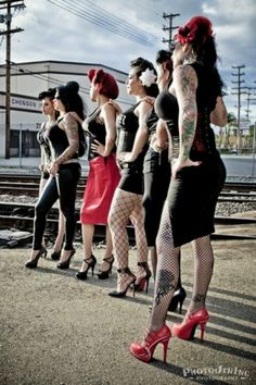 Rockabilly, fishnets, fencenets, pencil skirts, heels, big hair...  AWESOME!