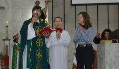 """""""Em tudo dai graças"""", Carla falou aos fiéis, agradeceu sacerdotes, irmãs religiosas, sua família e todos que a apoiaram nessa missão."""