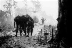Of all his Vietnam War photographs, this one taken during the battle for Hamburger Hill was Hugh van Es' favorite. Brotherhood - On and Off the field of battle! American War, American History, Battle Of Hamburger Hill, Vietnam War Photos, Vietnam History, Horror, My Champion, North Vietnam, Paratrooper