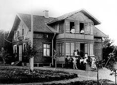 Villa Mariendahl - Vid Lindöhällsvägen intill Medvindsgatan låg denna villa som inrymde en speceriaffär och under en tid även post. Bilden troligen från 1930-talet. Fotograf okänd