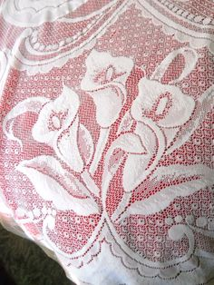 Lace Tablecloth White Round Calla Lilly Flower Pattern 75 inches Diameter