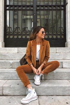 trendy winter outfits to help to level up your winter style 1 Looks Con Converse, Outfits With Converse, Classy Outfits, Pretty Outfits, Casual Outfits, Mode Outfits, Fashion Outfits, Womens Fashion, Fashion Tips