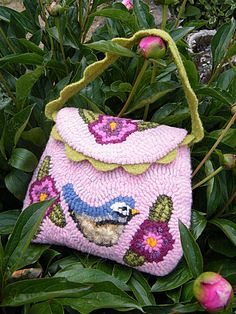 I must try to make a bag using rug hooking technique.  mesange et jardin 033