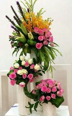 Resultado de imagem para arranjos florais para igreja #Arreglosflorales #Arreglosfloralesparamesa