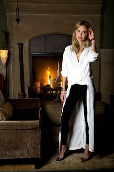 Pernille Teisbaek super duper chic shirt-dress from Swedish brand, Rodebjer. Amazing evening look for a minimalist. Black And White Outfit, Blonde Model, Fashion Articles, City Chic, Street Chic, Editorial Fashion, Autumn Fashion, Normcore, Style Inspiration