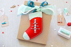 Beaded Stocking Gift Topper by Rebecca Luminarias for Papertrey Ink (August 2015)