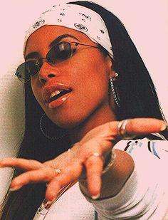 fashion style aaliyah R&B RnB fashion Brandy rnb aaliyah haughton Throwback Thursday throwbackthursday brandy norwood r&b style Black Girl Aesthetic, 90s Aesthetic, Aesthetic Fashion, Aesthetic Outfit, Mode Old School, Aaliyah Style, Aaliyah Aaliyah, Aaliyah Outfits, Estilo Cholo