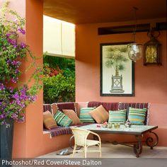 Amazing Marokkanischer Look f r die heimische Veranda Die integrierte Sitzbank aus Stein l sst auf der Veranda