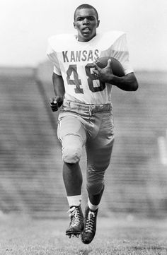 Ku Football, College Football Players, Football Hall Of Fame, School Football, Football Cards, Gale Sayers, Remember The Titans, Football Conference, University Of Kansas