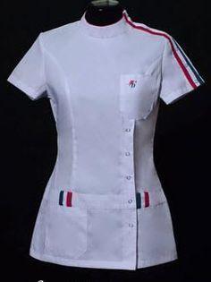 Resultado de imagen para conjunto de chaqueta y pantalon para doctores Cute Nursing Scrubs, Nursing Clothes, Scrubs Outfit, Scrubs Uniform, Scrubs Pattern, Mouth Mask Fashion, Blouse Batik, Sewing Blouses, Nurse Costume