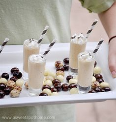 How To Rock Your Holidays Milkshake Shooters. The term milkshake, as the name implies, is a mixture of milk (shakes) that are stirred (shake). In England, milkshakes are a mixture of milk with flavored syrup, without ice cream. Healthy Recipes For Weight Loss, Good Healthy Recipes, Amazing Recipes, Easy Recipes, Party Desserts, Mini Desserts, Dessert Recipes, Summer Drinks, Cocktail Drinks
