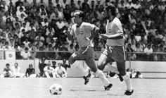 http://msalx.placar.abril.com.br/2013/03/04/1328/O6FLF/1-tostao-e-rivellino-carregam-a-bola-durante-a-vitoria-do-brasil-contra-a-italia-na-c...