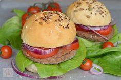 Batoane energizante cu fructe (raw-vegane) - CAIETUL CU RETETE Burger Vegetarian, Raw Vegan, Hamburger, Healthy Eating, Chicken, Ethnic Recipes, Food, Vegans, Bulgur