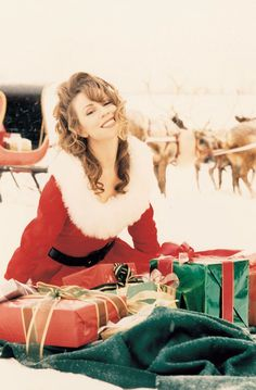 Just another lamb posting festive moments pictures of our queen dahling aka the best selling female artist of all time, Mariah Carey. Mariah Carey 1990, Mariah Carey Music Videos, Mariah Carey Merry Christmas, Queen Mimi, Maria Carey, Times Square, Favorite Christmas Songs, Christmas Time, Christmas Presents