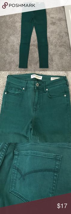 PacSun dark forest green high rise skinny jeans These PacSun skinny jeans are a dark forest green color that aren't TOO bright. They were only worn once and are made out of good material with a little stretch. They are a size 1 PacSun Jeans Skinny